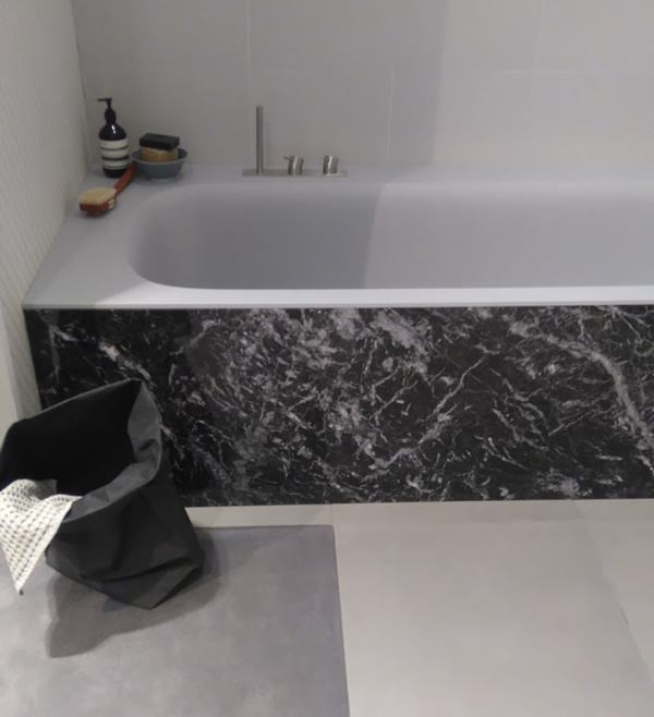Bañera en Corian Gris y marmol
