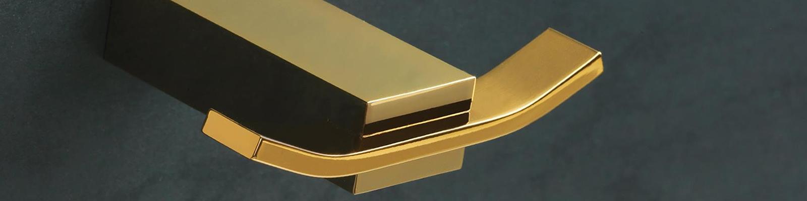 imagen accesorios de baño dorados