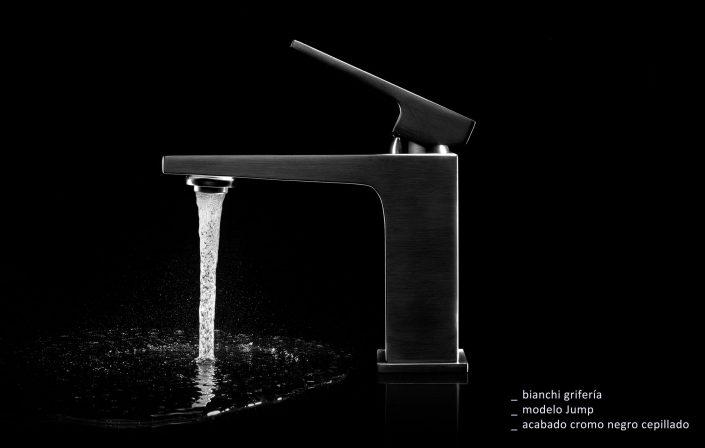 grifería de diseño en cromo negro cepillado